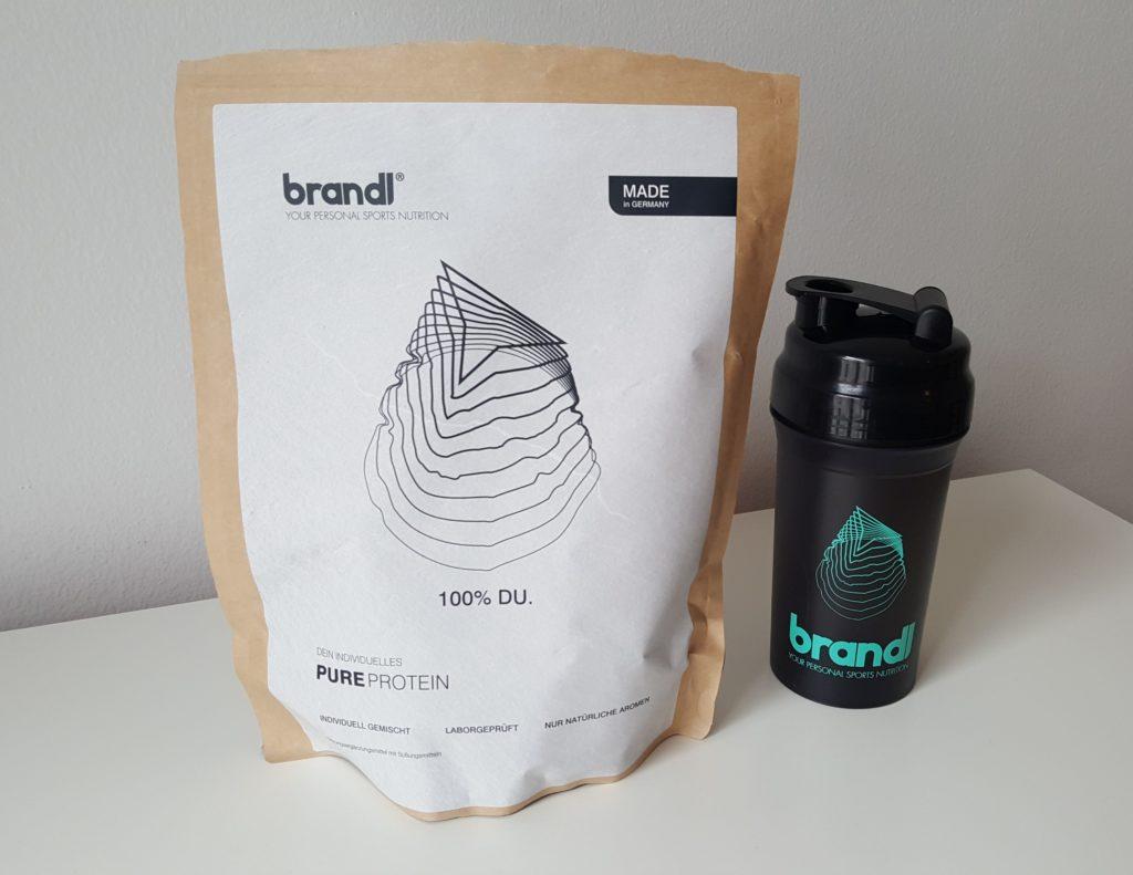 Individueller Eiweißshake Pure Protein von Brandl Nutrition mit Shaker